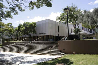 Hawaii Public Colleges and Universities - University of Hawaii-Manoa: Hamilton Library