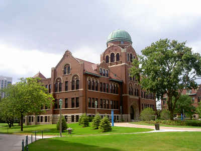 Illinois Private Colleges and Universities: Loyola University - Cudahy Science Hall